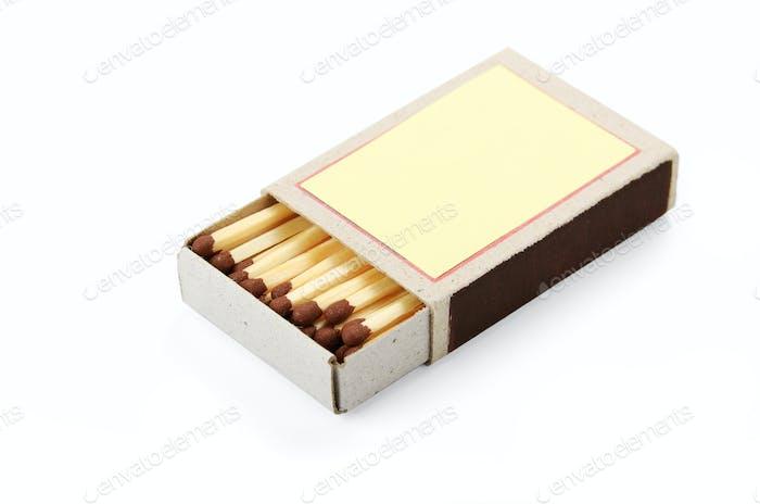 offene Schachtel mit Streichhölzern