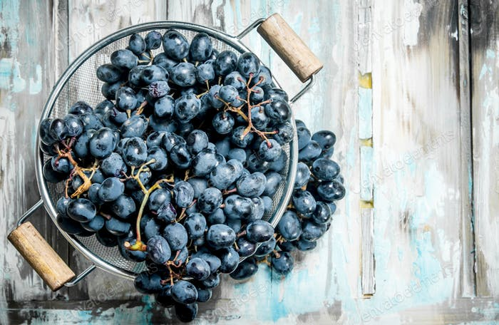 black grapes in saucepan.