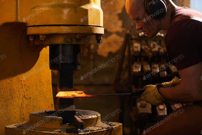 Working with metallurgical press machine