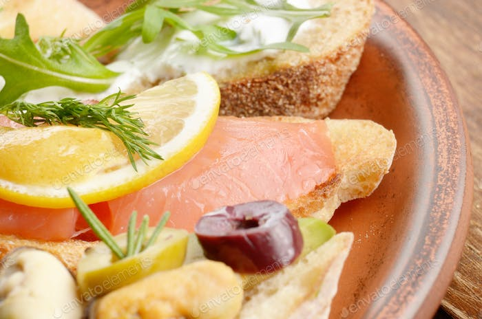Open sandwiches with salmon and mussels