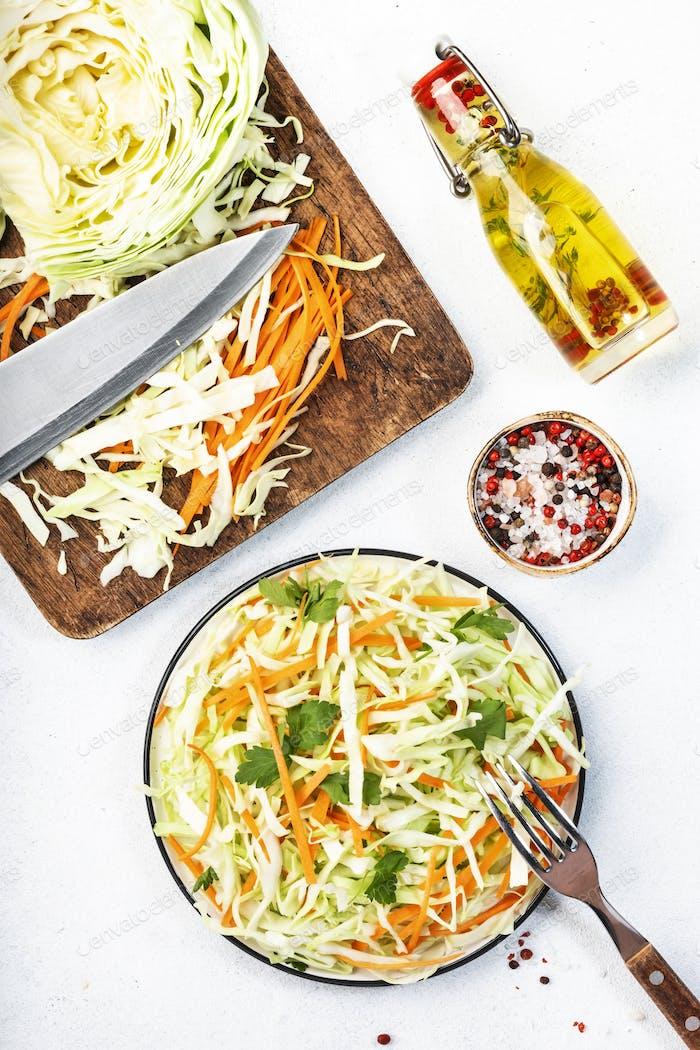 Weißkohlsalat Krautsalat mit Zutaten