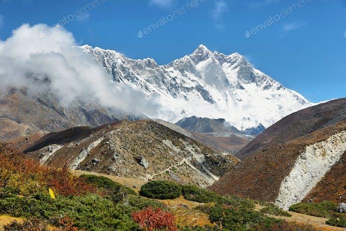Blick auf die Gipfel Nuptse und Lhotse