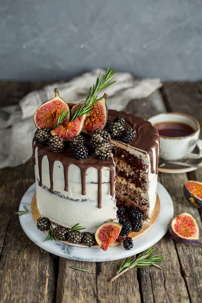 Delicious chocolate cake with figs and blackberries