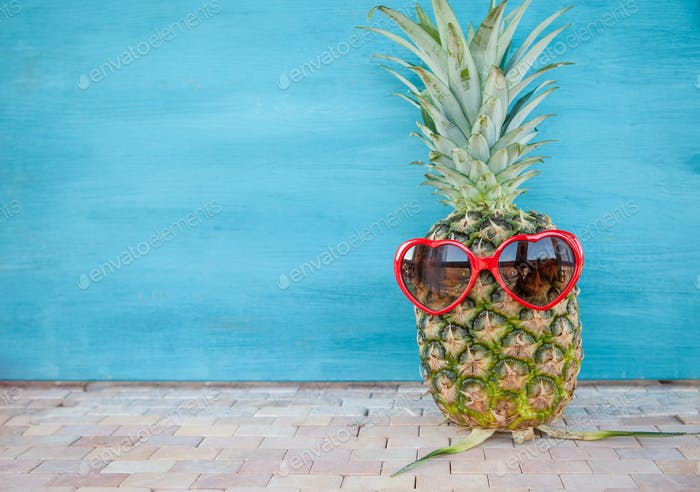 Happy pineapple