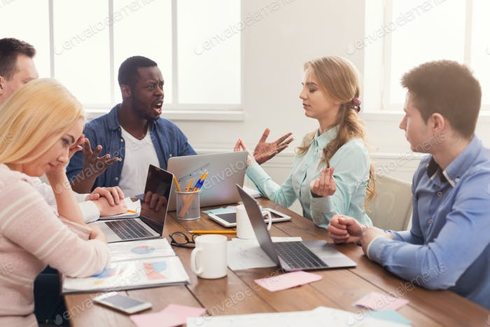 Geschäftstreffen. Multiethnisches Team im Amt