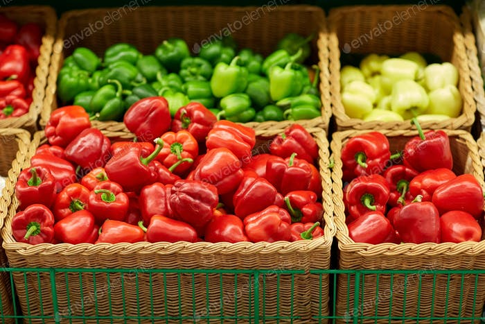 bell peppers or paprika at grocery store
