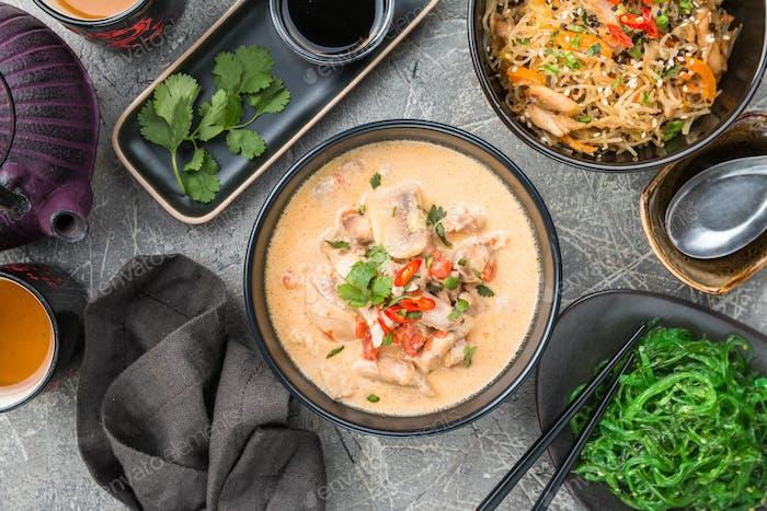 Thailändische Suppe namens Tom Kha Gai