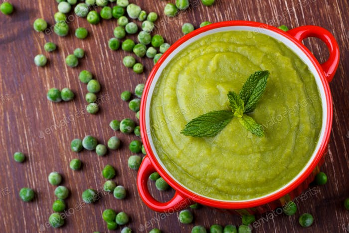 Healthy green pea soup