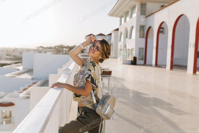 Hermosa mujer joven, chica de vacaciones