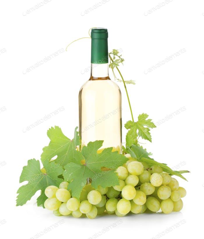 Botella de vino blanco y uvas
