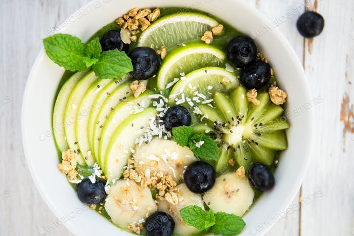Healthy Green Smoothie in the Bow