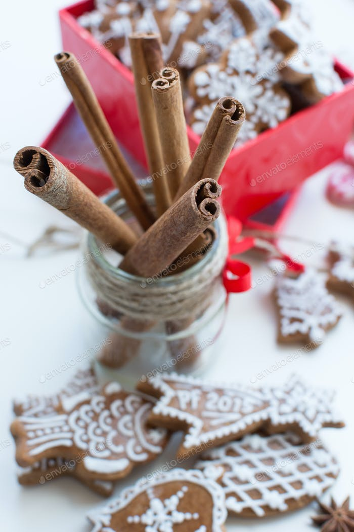 Dried cinnamon with bunch of Christmas gingerbreads