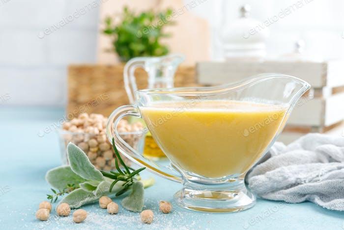 Kichererbsensoße, Hummus mit Zutaten zum Kochen