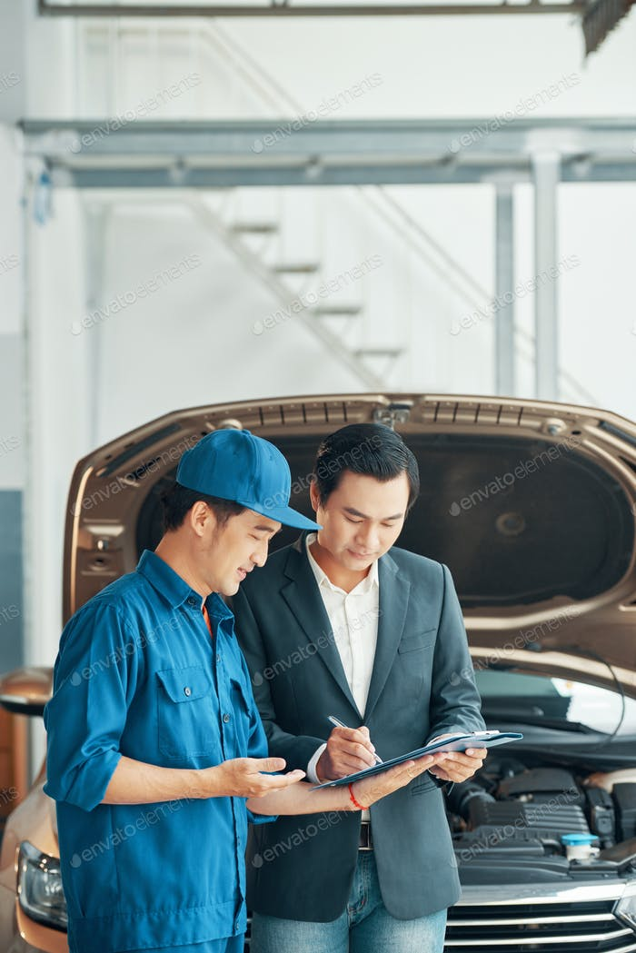 Man concluding a deal with auto dealer