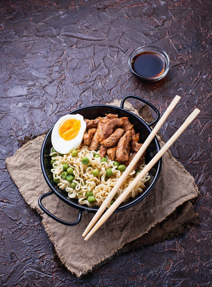 Ramen noodles with meat, vegetables and egg
