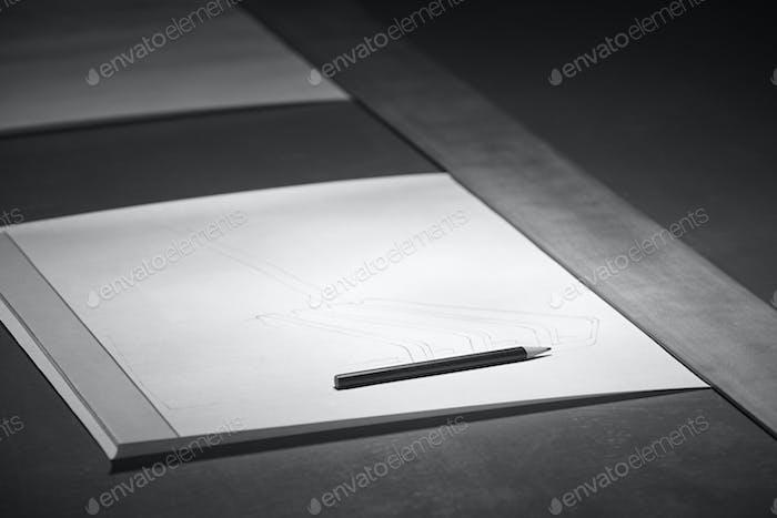 Architekt Schreibtisch mit Bauprojekt Skizze. Bauideen. Horizontal