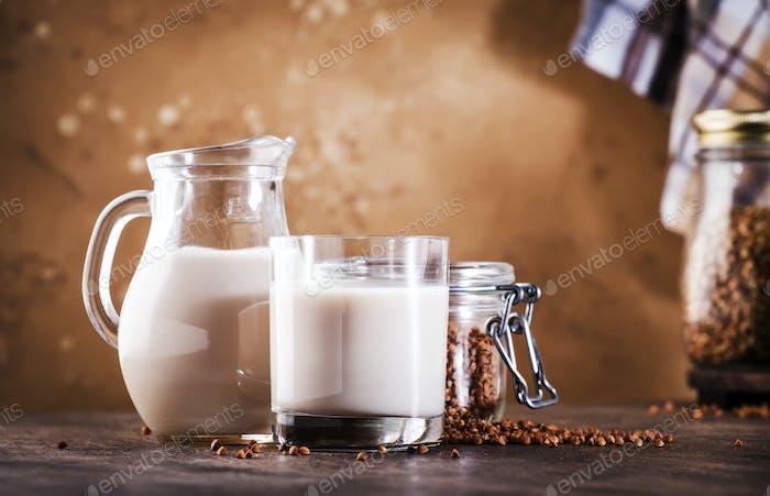 Vegane Buchweizenmilch