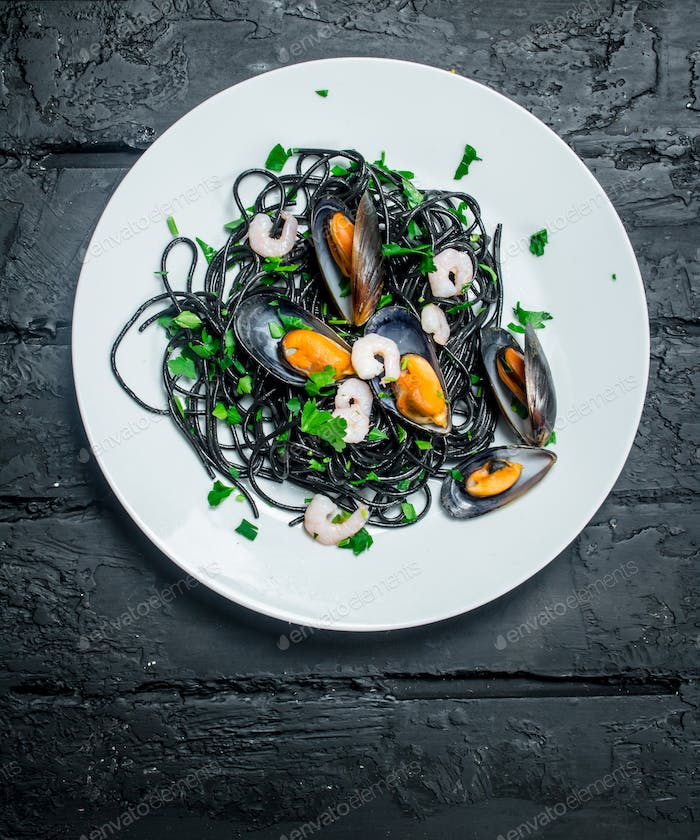 Mediterranean food. Spaghetti with cuttlefish ink and clams.