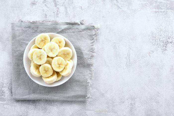 Bananenscheiben in Schüssel
